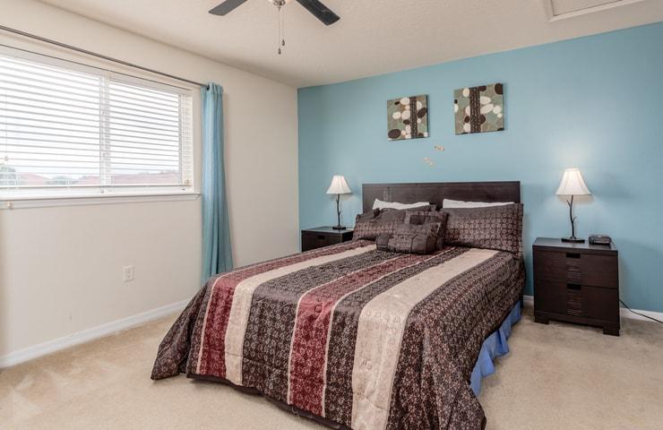 https://shop.orlandovacation.com/hotelphotos/RHN_ovh1077_bedroom4.jpg