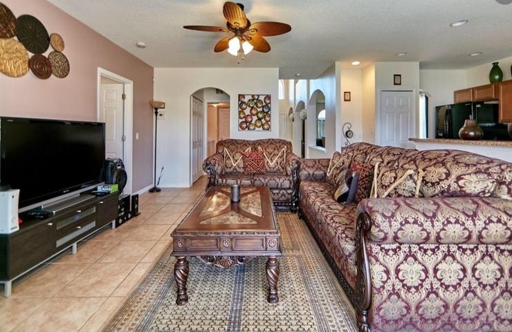 https://shop.orlandovacation.com/hotelphotos/RHN_ovh1077_livingroom.jpg