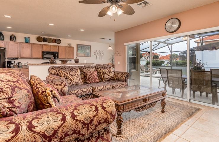 https://shop.orlandovacation.com/hotelphotos/RHN_ovh1077_livingroom3.jpg